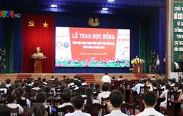 Trao 400 suất học bổng cho học sinh hiếu học tỉnh Long An
