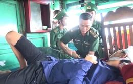 BĐBP tỉnh Bình Định tiếp nhận và cấp cứu kịp thời 4 ngư dân gặp nạn trên biển