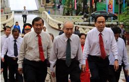 Chủ tịch Ủy ban TƯ MTTQ VN dâng hương tại khu tưởng niệm Bác Tôn