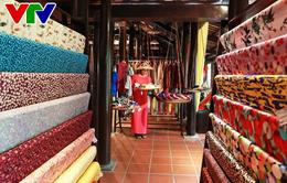 Giao lưu trưng bày sản phẩm tơ lụa - thổ cẩm truyền thống Việt - Nhật