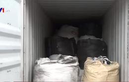 Phát hiện lô hàng nghi rác thải y tế tại cảng Cát Lái