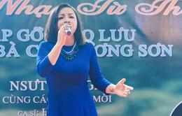 NSƯT Tố Nga nghẹn ngào trong đêm nhạc tri ân trên quê hương chị Cúc