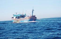 Tàu KN 469 cứu tàu ngư dân trên biển Trường Sa