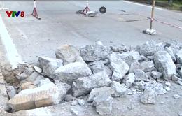 Cảnh báo tình trạng mất an toàn khi sửa chữa đường Hồ Chí Minh