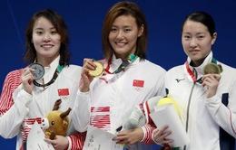 Nữ VĐV xinh đẹp Trung Quốc phá kỷ lục thế giới 50 m bơi ngửa
