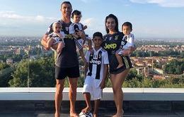 Cả nhà Ronaldo mặc áo Juventus, nguyện chung tình với Bianconeri