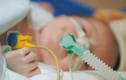 Báo động tình trạng thiếu ống thở cho trẻ sơ sinh tại các bệnh viện ở Anh