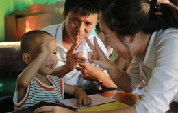 Bệnh viện Nhi Trung Ương: Cấy ốc tai điện tử miễn phí cho trẻ em nghe kém