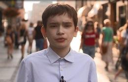 Căn bệnh hiếm khiến người đàn ông 25 tuổi ... mắc kẹt trong cơ thể cậu bé 12 tuổi