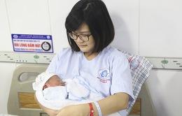 Cách chăm sóc mẹ và bé sau sinh đúng cách