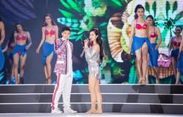 Đông Nhi cởi giày nhảy cực sung cùng dàn thí sinh Hoa hậu Việt Nam 2018