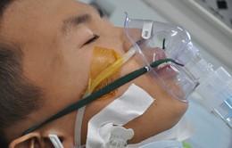 Ánh mắt đau đáu của cậu bé 12 tuổi phải cắt phổi