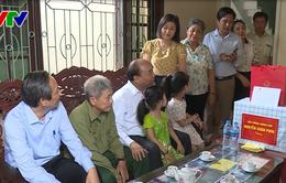 Thủ tướng thăm và tặng quà gia đình chính sách tại Quảng Bình