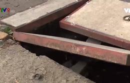 Nguy hiểm rình rập từ những cống thoát nước mất nắp