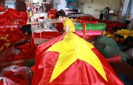 """Olympic Việt Nam vào bán kết ASIAD 2018: """"Sốt sình sịch"""" sản xuất băng rôn, cờ Tổ quốc"""