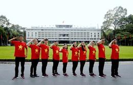 Đoàn đại biểu SSEAYP diện áo cờ đỏ mừng Quốc khánh