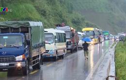 Sạt lở ở Vân Hồ, Sơn La khiến giao thông tê liệt