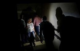 Người dân Venezuela bị mắc kẹt do mất điện ở ga tàu điện ngầm