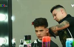 Nỗ lực phi thường của anh thợ cắt tóc không tay