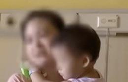 Bé gái 2 tuổi thoát chết sau khi rơi từ tầng 17