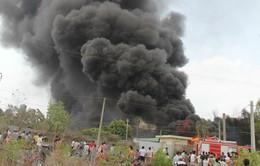 Bình Dương: Cháy lớn kèm tiếng nổ tại kho hàng ở thị xã Thuận An