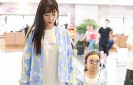 Lý Tiểu Lộ xuất hiện cùng con gái Điềm Hinh sau khoảng thời gian dài dính scandal