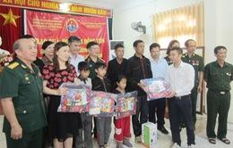 Trao tặng 150 suất quà và 3 suất học bổng đến người dân vùng lũ tỉnh Yên Bái