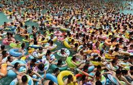 Trung Quốc: Công viên nước quá tải do nắng nóng