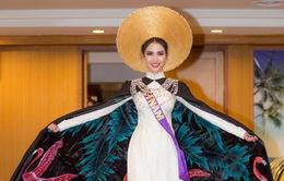 Phan Thị Mơ lọt Top 10 phần thi trang phục Eco Tourism với áo dài ấn tượng