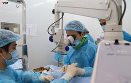 Phẫu thuật mắt miễn phí cho người cao tuổi vùng sâu vùng xa