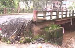 Lâm Đồng: Sạt lở tại cầu Đà Trăng gây khó khăn cho người dân