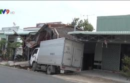 Kiên Giang: Xe tải mất lái đâm vào nhà dân