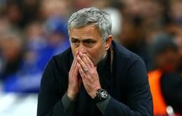 """Thắng nhọc Leicester City, Mourinho bóng gió chỉ trích """"thượng tầng"""" Man Utd"""