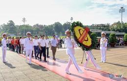 BTC giải xe đạp quốc tế VTV Cup Tôn Hoa Sen 2018 cùng toàn đoàn dâng hoa tưởng nhớ Chủ tịch Hồ Chí Minh vĩ đại