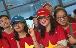 Cổ động viên Việt Nam hào hứng tới Indonesia cổ vũ cho Olympic Việt Nam