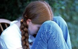 Hơn 20% em gái tuổi vị thành niên ở Anh có xu hướng tự làm đau bản thân