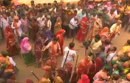 Ấn Độ: Độc đáo lễ hội phụ nữ được đánh đàn ông