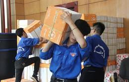 Trao tặng hàng trăm ngàn cuốn vở viết cho học sinh 12 tỉnh vùng lũ