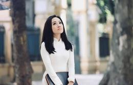 BTV Hoài Anh đẹp dịu dàng trong tà áo dài trắng tinh khôi