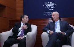 Bộ trưởng Chu Ngọc Anh gặp Chủ tịch điều hành Diễn đàn Kinh tế thế giới