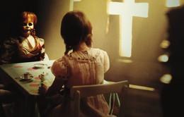 """Hé lộ hình ảnh đầu tiên của bộ phim kinh dị """"Annabelle 3: Annabelle Comes Home"""""""