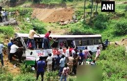 Ấn Độ: Xe bus lao xuống vực, ít nhất 53 người thiệt mạng