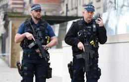 Anh tăng cường cảnh sát đối phó bạo lực gia tăng ở London