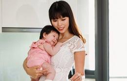 """Siêu mẫu Hà Anh: """"Từ khi làm mẹ, tôi không còn phân biệt ngày đêm"""""""