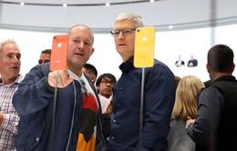 """Cận cảnh iPhone Xr: """"Con gà đẻ trứng vàng"""" mới của Apple"""
