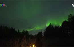 Ngắm Bắc cực quang trên bầu trời thành phố Rovaniemi (Phần Lan)