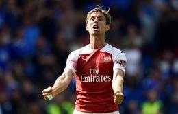 """""""Kẻ bị ghét"""" ở Arsenal bất ngờ được quan tâm, HLV Unai Emery lo sốt vó"""