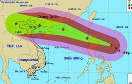 Siêu bão Mangkhut di chuyển theo hướng Tây Tây Bắc, hướng về Biển Đông