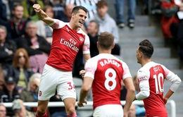 VIDEO Xhaka sút phạt tuyệt đẹp mở tỷ số cho Arsenal