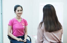 Thí sinh Hoa hậu Việt Nam bị kiểm tra khả năng tiếng Anh trước đêm Chung kết